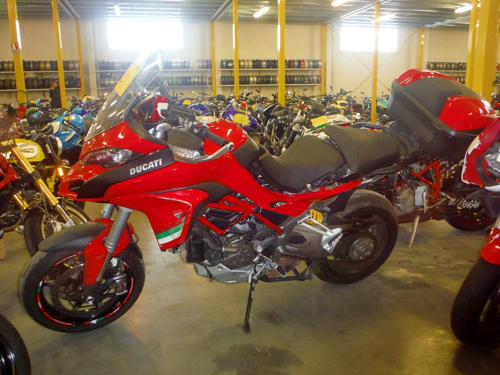 moto accident e ducati multistrada 1200 rouge. Black Bedroom Furniture Sets. Home Design Ideas