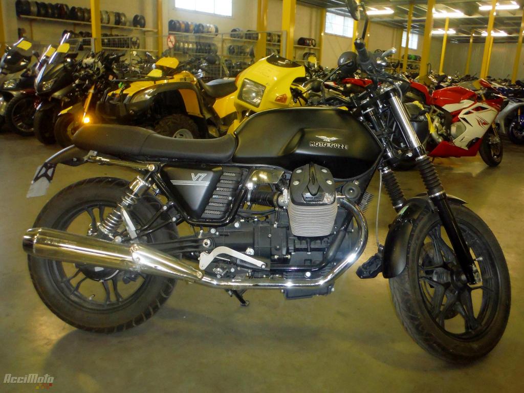 moto accident e moto guzzi v7 special stone 750 noir. Black Bedroom Furniture Sets. Home Design Ideas