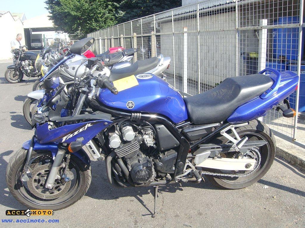 moto accident u00e9e yamaha fazer600 fazer 600 fzs bleu