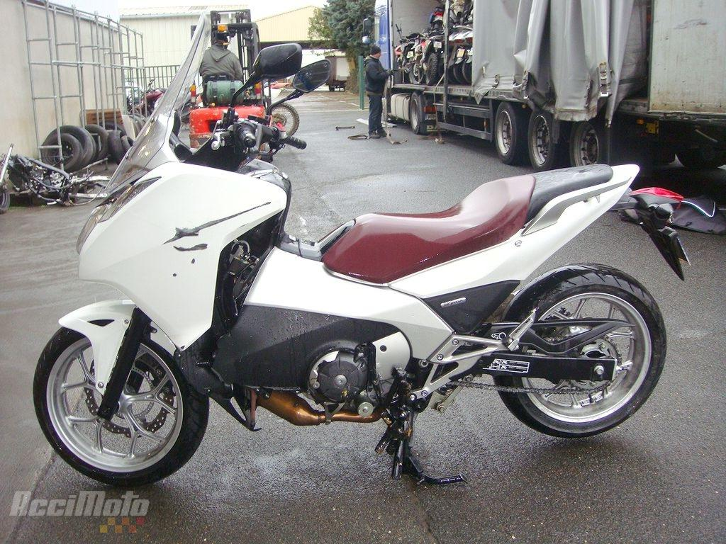 moto accident e honda integra 700 scooter integra700 blanc. Black Bedroom Furniture Sets. Home Design Ideas
