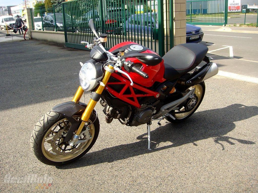 moto occasion ducati monster 1100 rouge. Black Bedroom Furniture Sets. Home Design Ideas