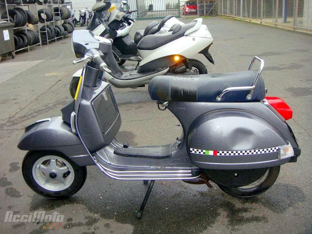 moto accident e piaggio vespa px125 px 125 gris. Black Bedroom Furniture Sets. Home Design Ideas