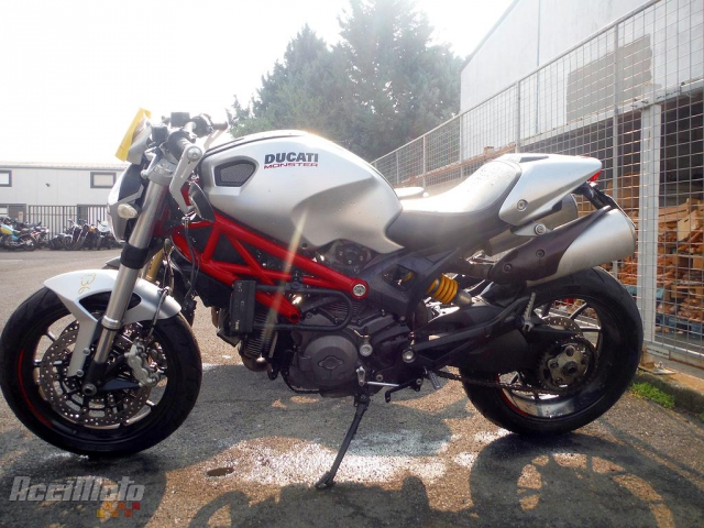moto accidentée avec carte grise DUCATI MONSTER 796 (Motor bike POWYPADKOWY)